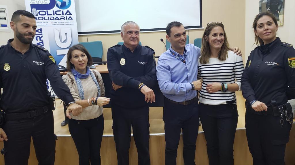 Presentación pulseras policiales solidarias